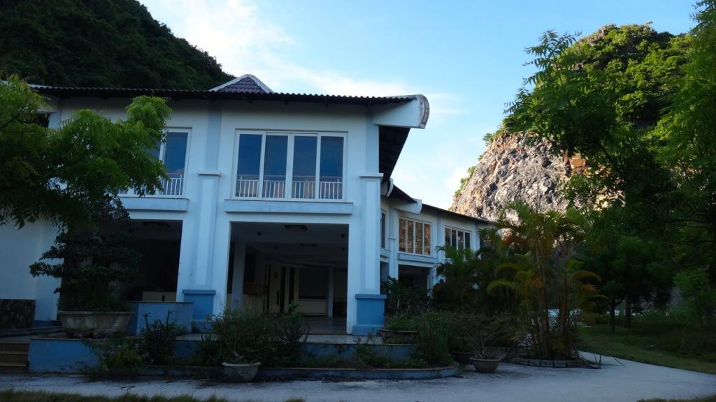 Moonia Restaurant, Tung Thu (Cat Co 4) Beach, Cat Ba, Haiphong, Vietnam